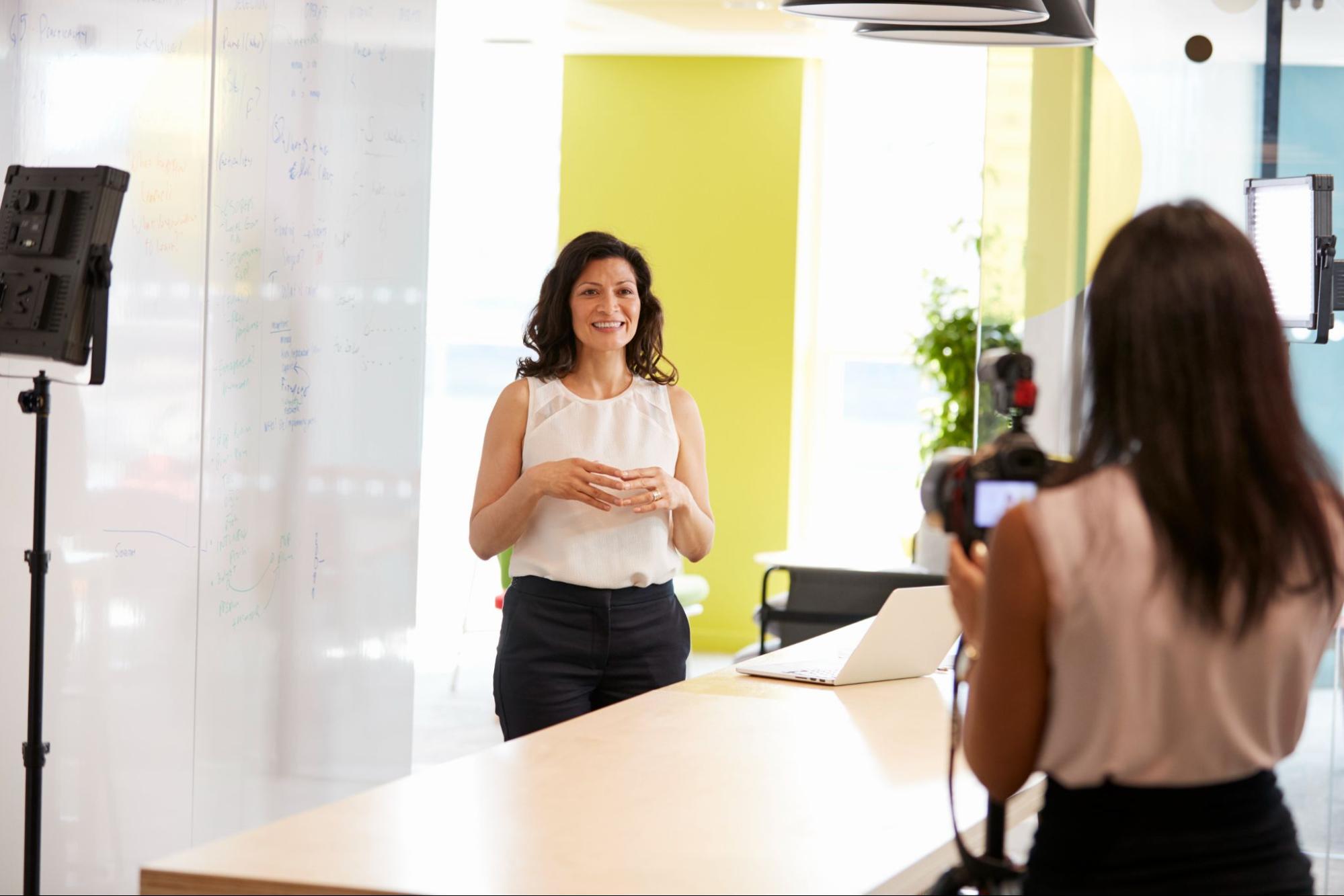 Зйомка фрагменту іміджевого ролика в офісі компанії